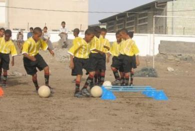 البراعم يعشقون الكرة وهم على استعداد لممارستها ساعات وساعات