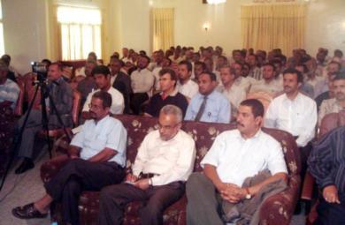 وزير النفط وجانب من الحضور في الندوة أمس في سيئون