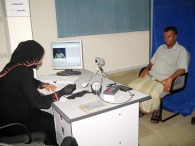 أثناء عمل الصورة البيولوجية لأحد الموظفين