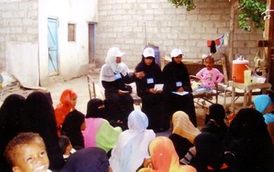 جانب من حملات التوعية للشباب بين أوساط النساء