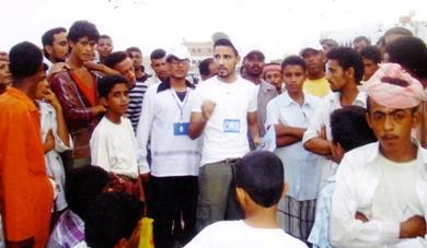 جانب من حملات التوعية للشباب بين أوساط الرجال