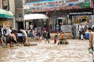 المياه تغرق شوارع صنعاء