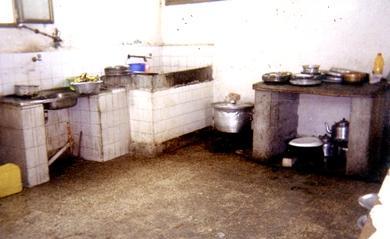 مطبخ المستشفى في أسوأ حالاته