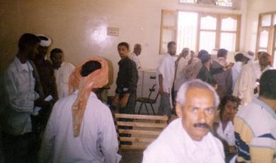 التقاضي وقوفا في قاعة محاكمات بلا مقاعد