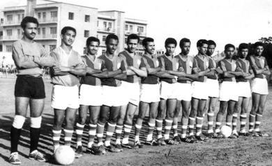 الكابتن جواد محسن السادس من اليمين