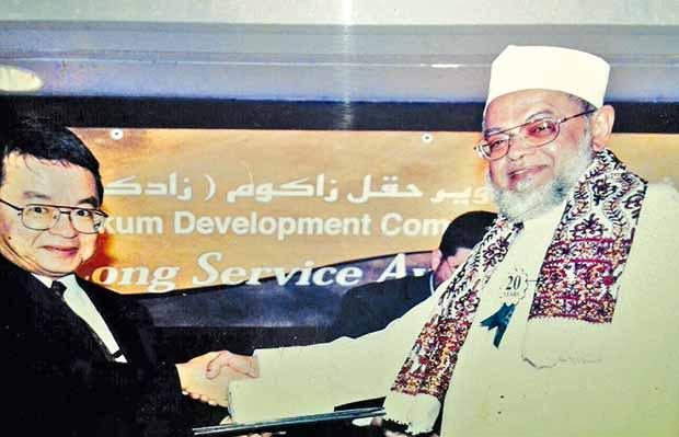 تكريم محمد علي شمشير بانتهاء خدماته لدى شركة مصافي زادكو في أبوظبي