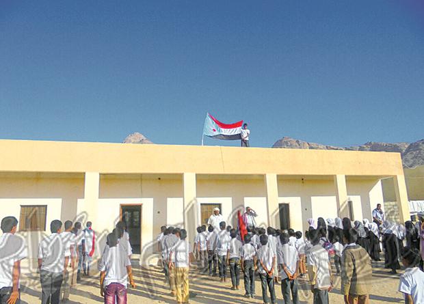 رفع العلم وترديد النشيد الجنوبي في المدارس