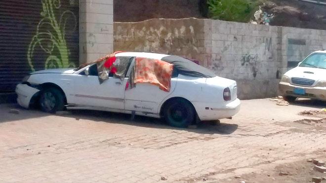 السيارة التي يسكنها الاسرة