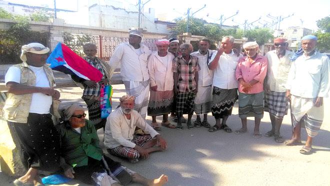 وقفة احتجاجية للمبعدين أمام مبنى السلطة المحلية بمدينة زنجبار