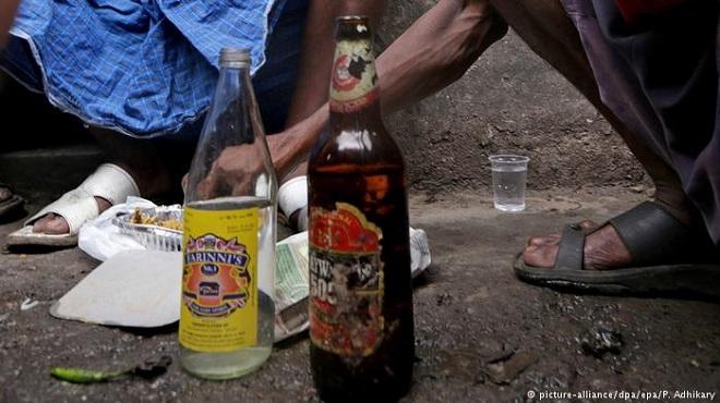 الهند: وفاة أكثر من مئة بسبب مشروبات كحولية مغشوشة