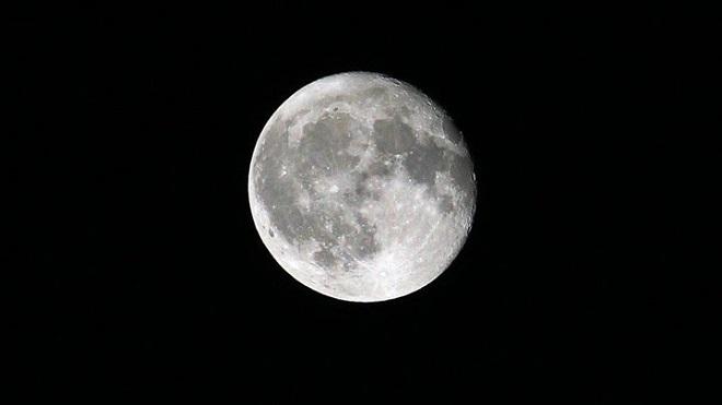قريباً.. سعيٌ روسي لإستخراج الثروات الباطنية من القمر!
