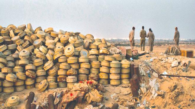 جبل من الألغام الأرضية قال الجنود اليمنيون إنهم جمعوها   تايلر هيكس