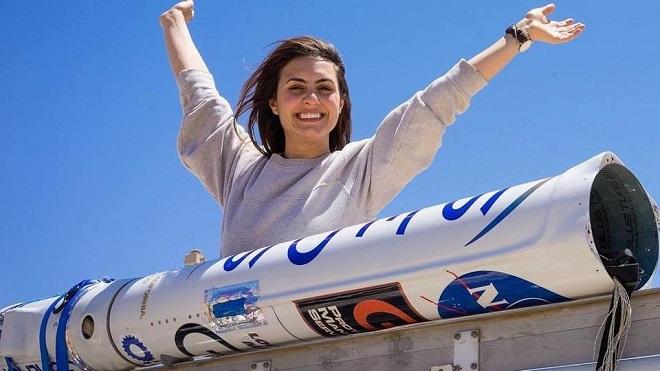 """شابة عراقية تكسر المحظور.. وتدخل """"صواريخ الفضاء"""""""