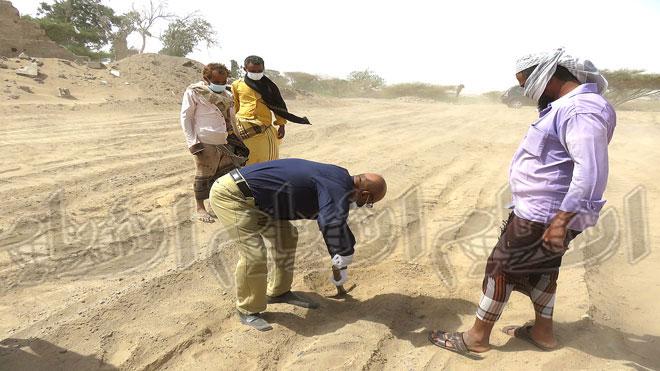 تكليف خبراء لمعاينة مدفن المواد والمبيدات المحرمة بلحج