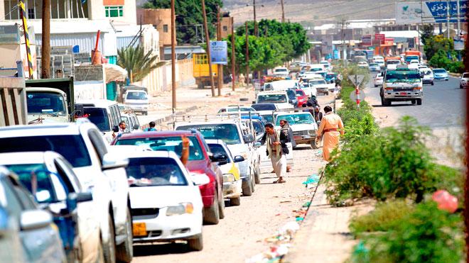اللجنة الاقتصادية تتهم الحوثيين بإفتعال أزمة في المشتقات النفطية