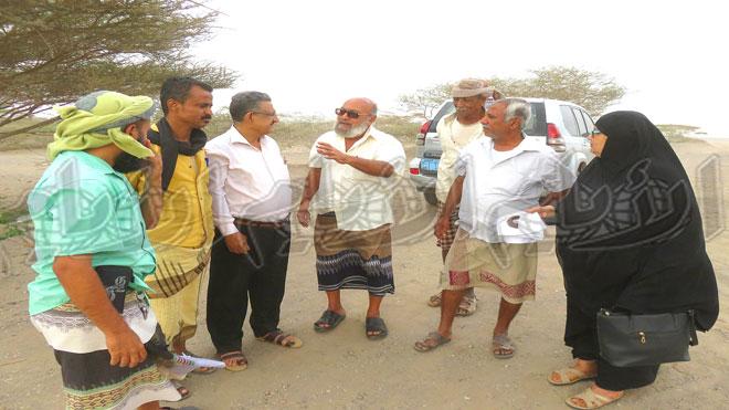 مدير الزراعة مع مسؤلي الوقاية وبعض المواطنين