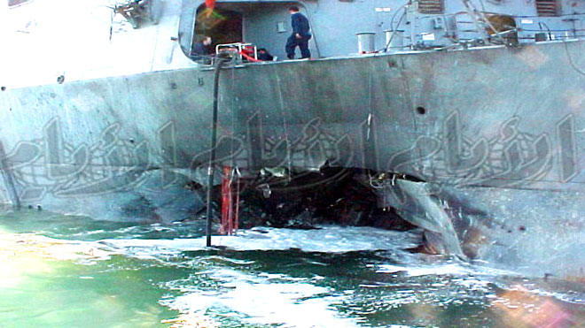 المدمرة الأميركية «يو اس اس كول» بميناء عدن