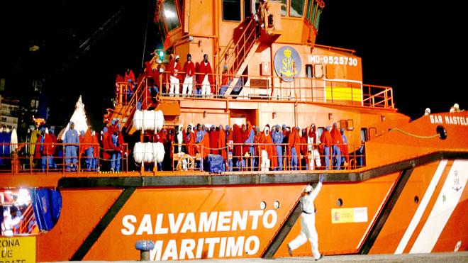 صورة للسفينة بعد سيطرة الأمن عليها/ رويترز