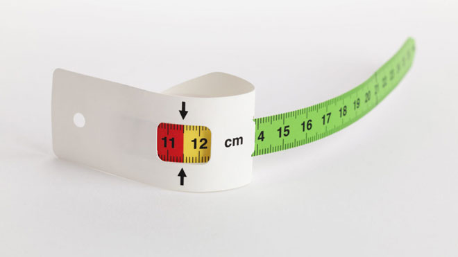 شريط قياس منتصف محيط الذراع العلوي