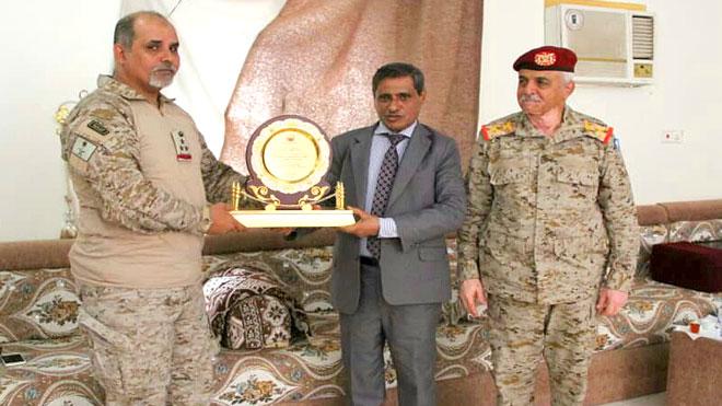 محافظ حضرموت يكرم قيادة التحالف السعودي بالوادي والصحراء