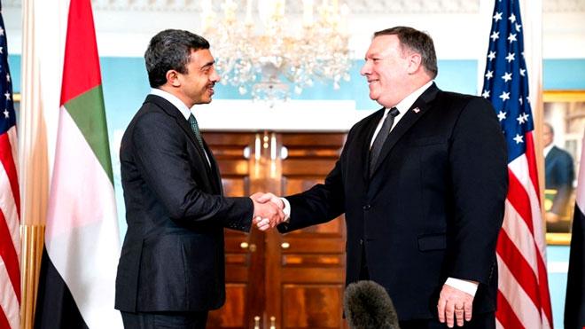 وزير الخارجية الإماراتي عبدالله بن زايد مع نظيره الأمريكي مايك بومبيو