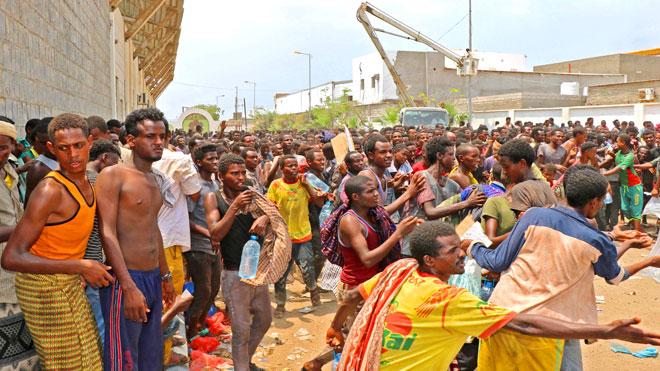 المهاجرين الأفارقة المحتجزين في ملعب 22 مايو بعدن