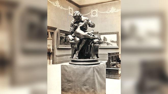 تمثال لادواردر جنر أثناء تطعيمه لأبنه ضد الجدري للنحات الايطالي - جوليو مونتيفيردي ، روما - 1873