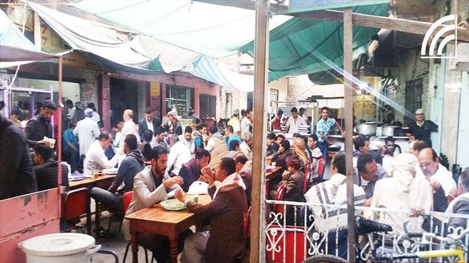 شارع المطاعم العدنية في صنعاء.. ملاذ هرب من «المنغصات الحوثية»