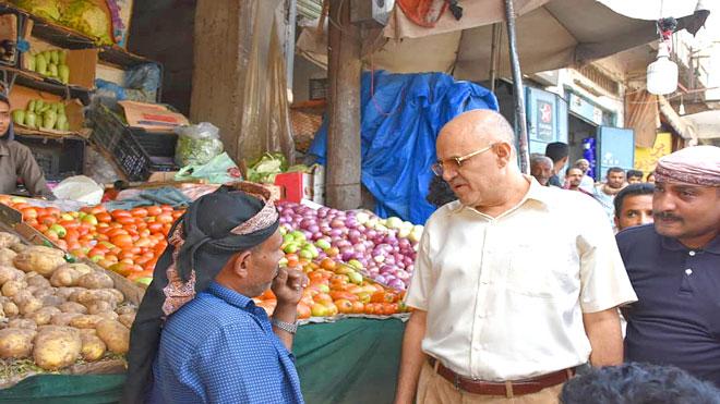 محافظ تعز يشكل لجنة لضبط أسعار المواد الغذائية