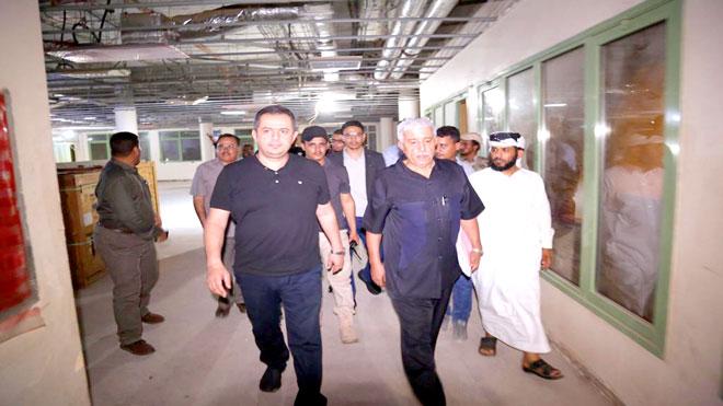 رئيس الوزراء يتفقد التجهيزات بمستشفى عدن