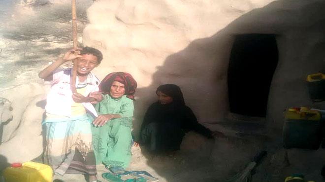 المسيمير تستقبل 350 أسرة نازحة من تعز والضالع