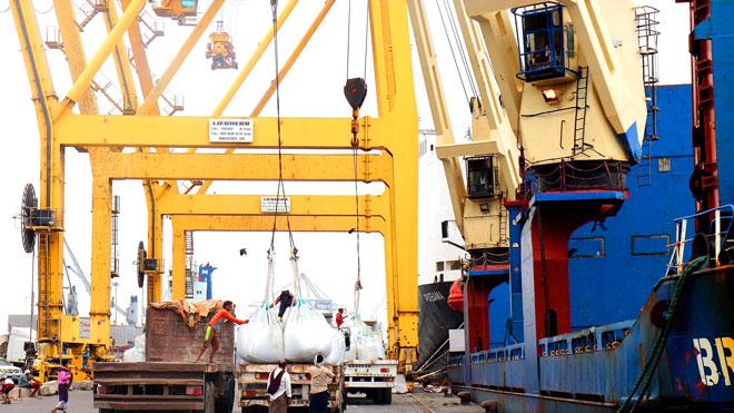 ميناء المعلا يحقق زيادة في معدل مناولة البضائع