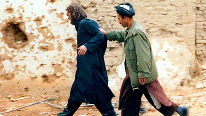 """جون ووكر ليند المعروف بلقب """"طالبان الأمريكي"""" عند اعتقاله"""