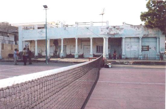 صورة قديمة أخرى لنادي التنس العدني