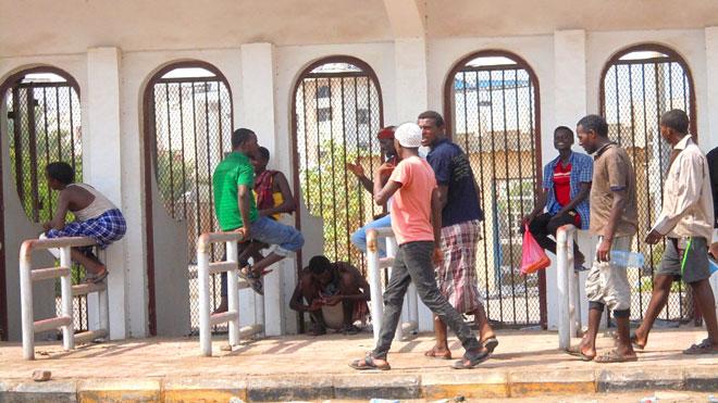 المهاجرين الأفارقة بملعب 22 مايو بعدن
