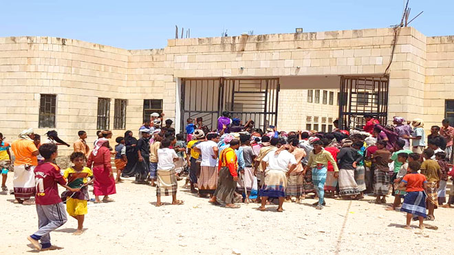 منع محافظ سقطرى من دخول المجمع الحكومي