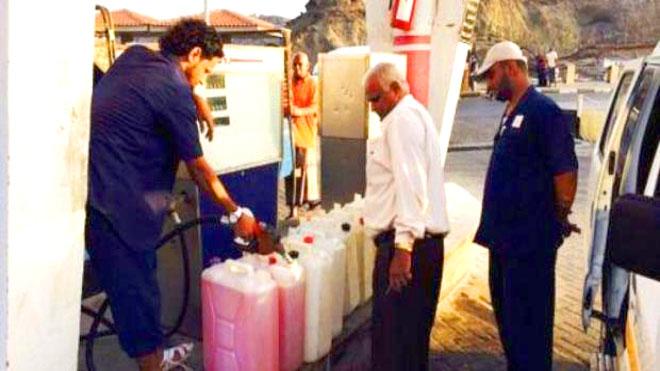 الاحتكار يفجّر أزمة وقود في اليمن