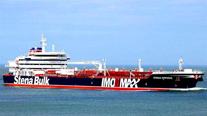 عمان تدعو إيران لإطلاق الناقلة البريطانية