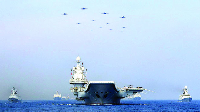 سفينة القتال الامامية التابعة للبحرية الأمريكية USS Montgomery في تشكيل مع سفن بحرية تابعة لرابطة دول جنوب شرق آسيا أثناء منتورات البحرية الأمريكية-الآسيوية في خليج تايلاند