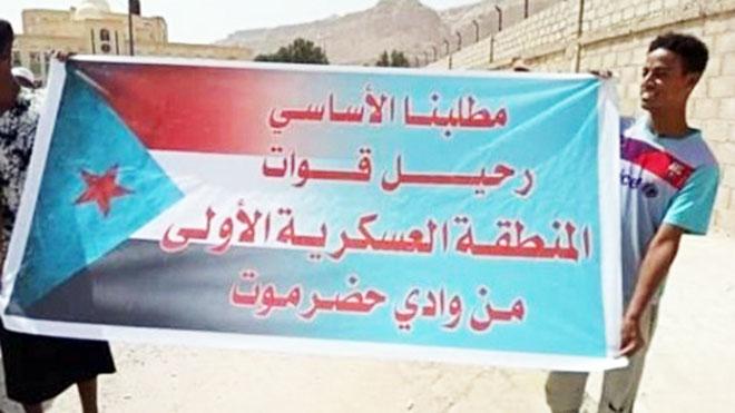 - سكان محليون: تخلت العسكرية الأولى عن حفظ الأمن لتحقيق أهدافها الخاصة ونهب الثروات