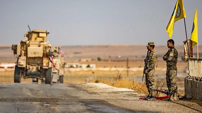 المركبات العسكرية الأمريكية تسير في أحد شوارع بلدة تل تمر في 20 أكتوبر 2019