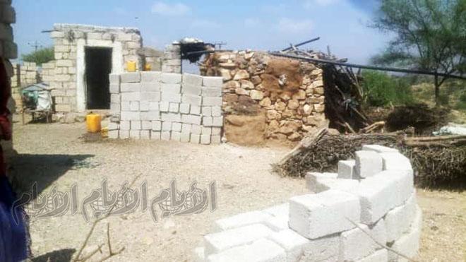 متارس أقامها الحوثيون جوار منازل المواطنين غير مبالين بحياتهم