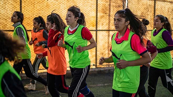 تشارك سمر شيخ في التدريبات مع زميلاتها
