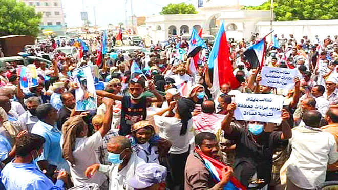 تظاهرات في حضرموت تطالب بوقف توريد عائدات النفط للشرعية