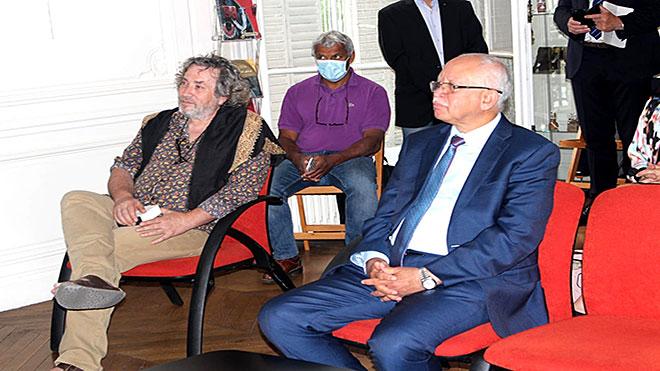 سفارة اليمن بفرنسا تكرم فريق بلا حدود المعالج لحالات كورونا بعدن