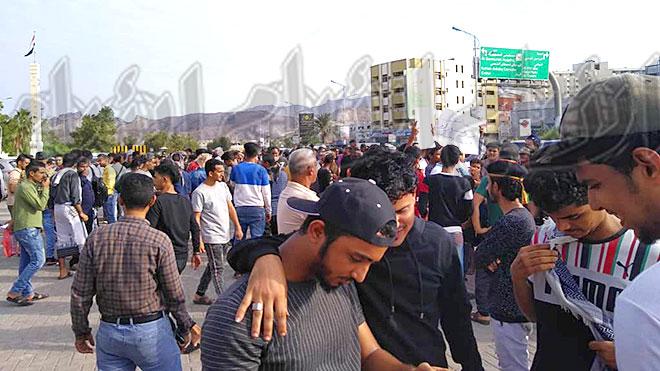 حشد احتجاجي لأبناء عدن تنديدا بتدهور الخدمات