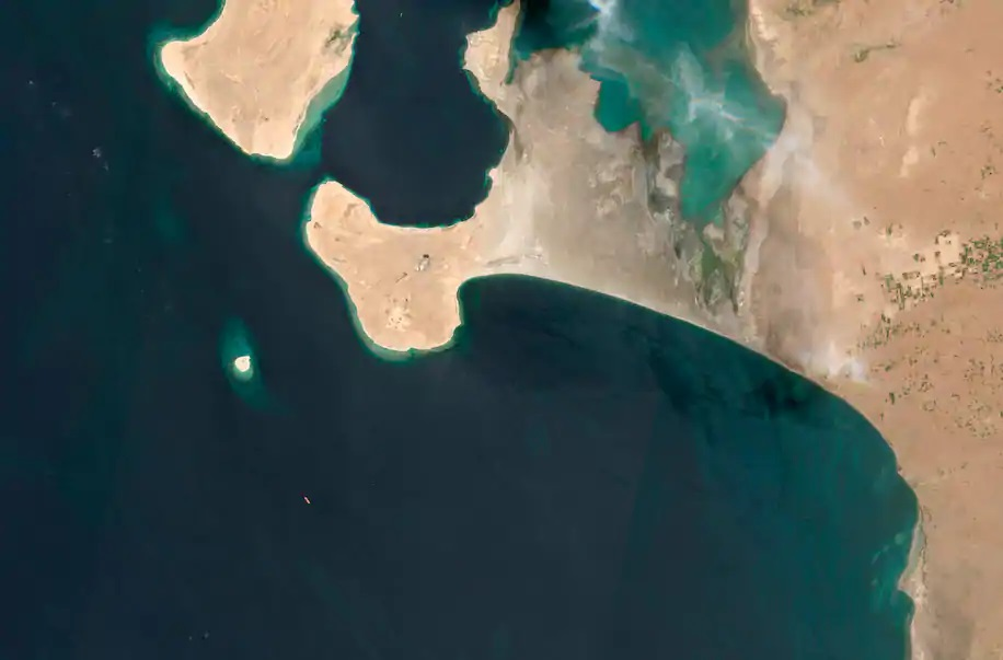 يمكن رؤية صافر راسية غرب اليمن في هذه الصورة الملتقطة عبر الأقمار الصناعية في 19 يوليو.