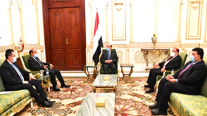 الرئيس هادي خلال لقائه الحكومة بالرياض