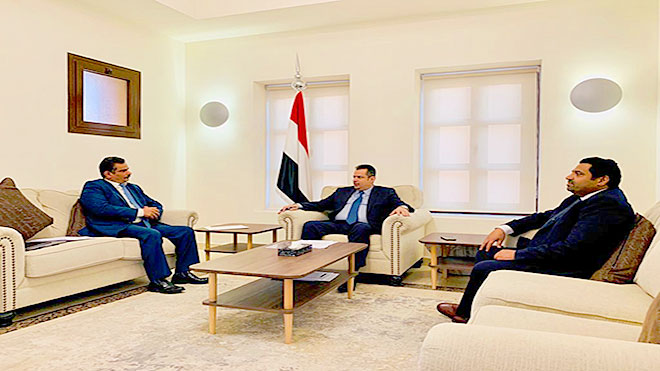 رئيس الوزراء خلال لقائه  وزير الكهرباء