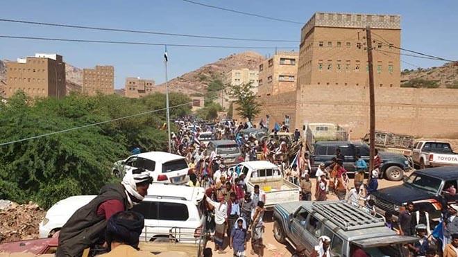 جماهير حاشدة في حبان بشبوة تحيي الذكرى الأولى لاستشهاد سعيد تاجرة